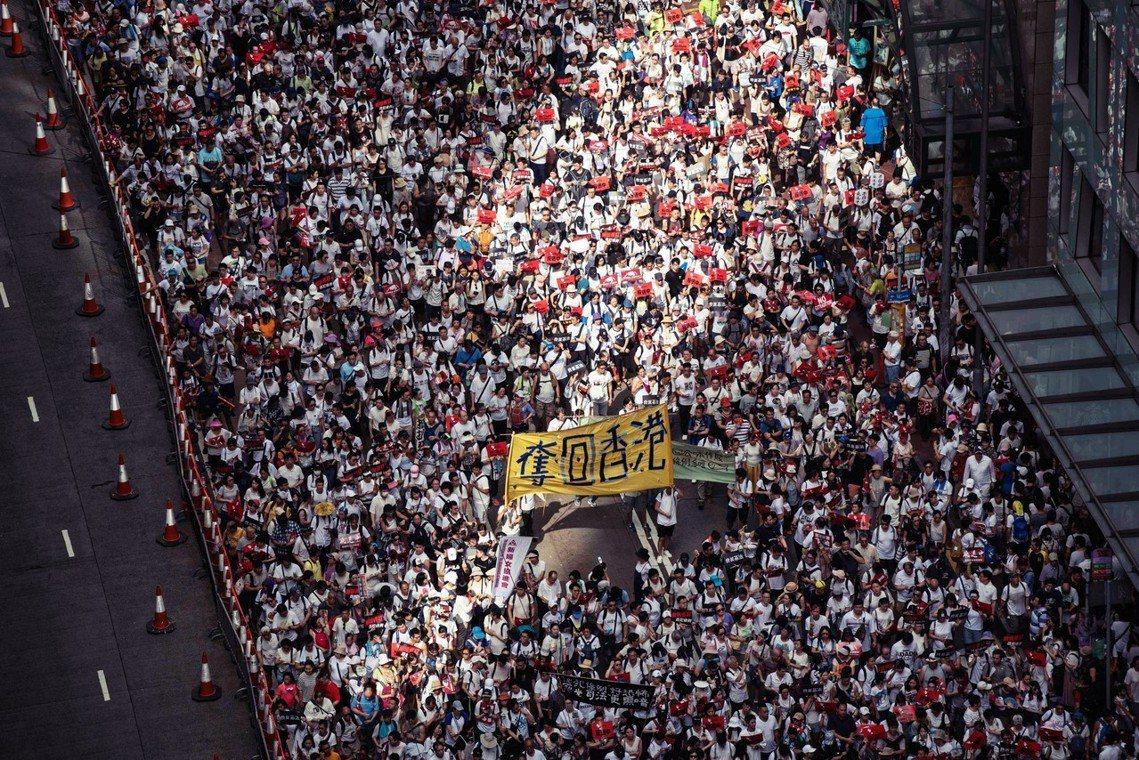 為了抗議香港特區政府一意強推的2019《逃犯條例》修訂案,9日香港全區號召了10...