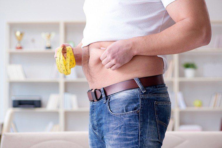 體重變胖、腰圍變粗,是許多中年人的模樣,不過這卻是健康的大危機。 圖片/ingi...