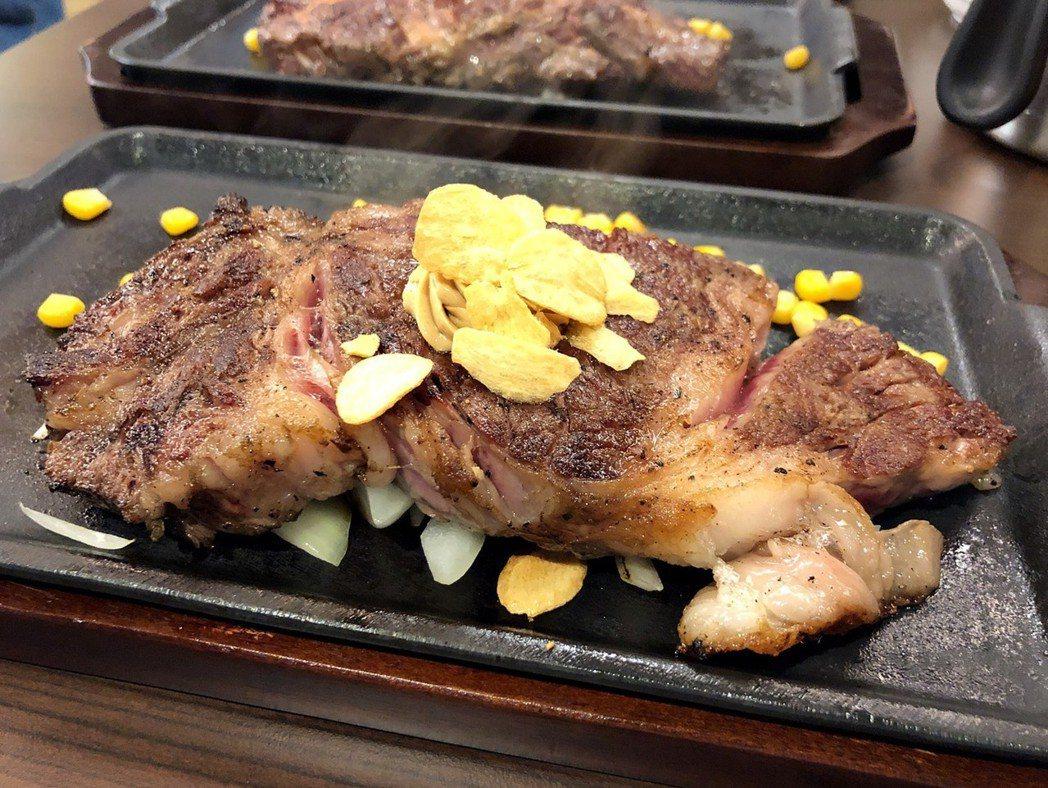 油花分佈最均勻,多汁又嫩最好吃的「F1日本國產沙朗牛排」。蘇璽文/攝影
