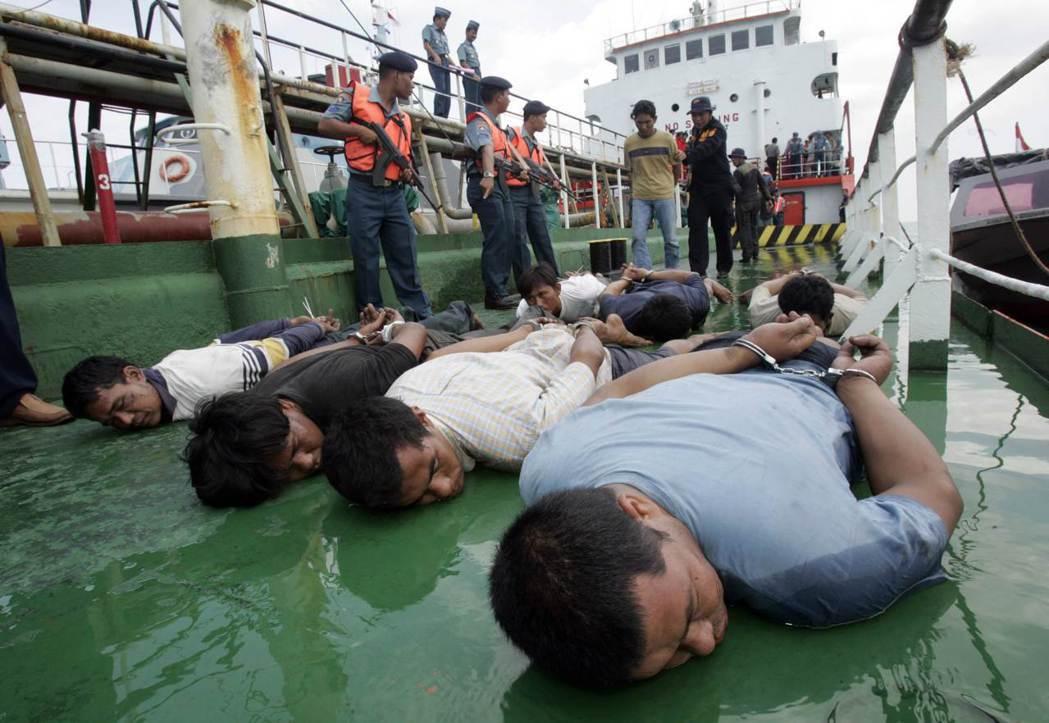 星國注重外交與國防的協調性,與大馬、印尼、泰國,形成馬六甲海峽巡邏隊(MSP)的...