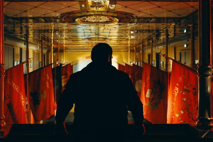 《丹麥之子》在寒冷且燃燒的世界瘋狂奔跑