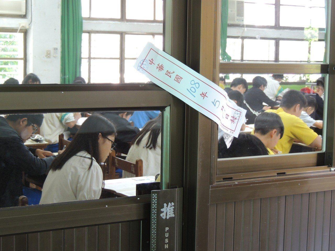 全國21萬多名考生參與的108年國中教育會考,今天公布成績。本報資料照片
