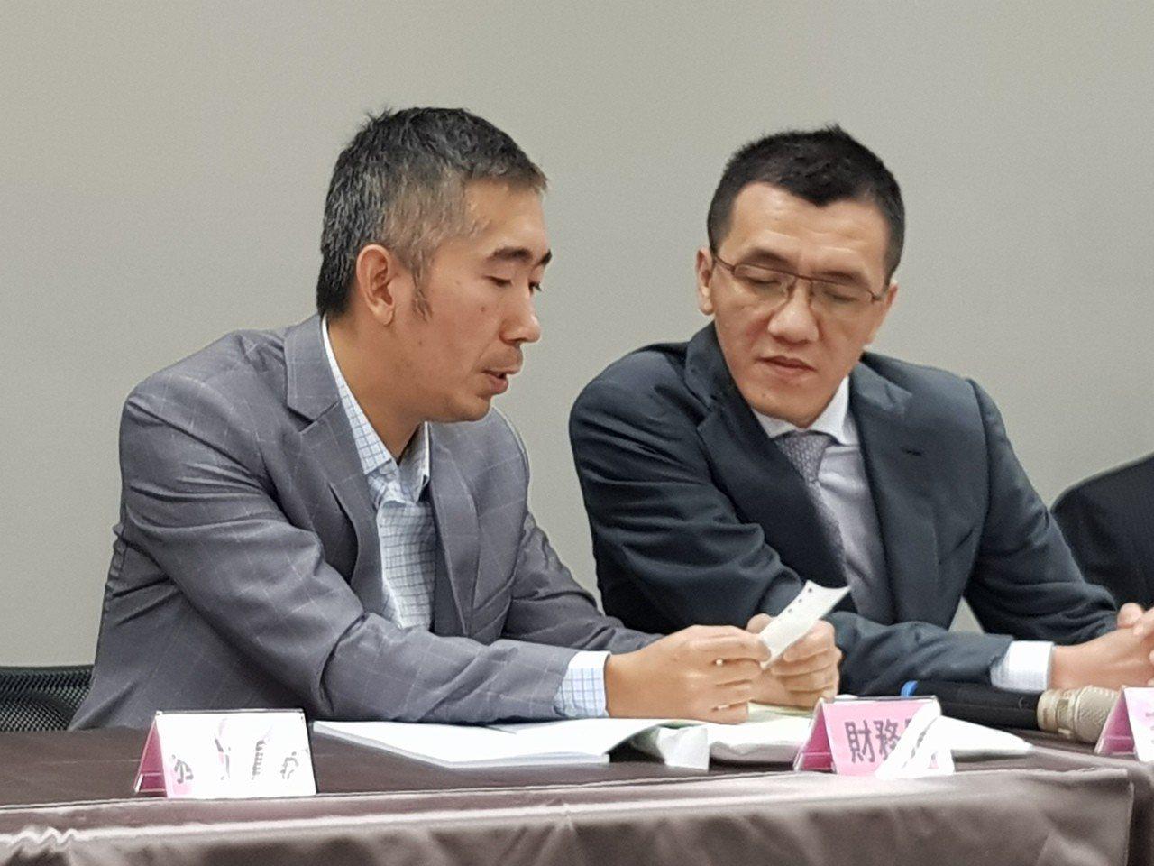 勝悅-KY董事長莊國清(右)與財務長陳圖炎。(記者曾仁凱/攝影)