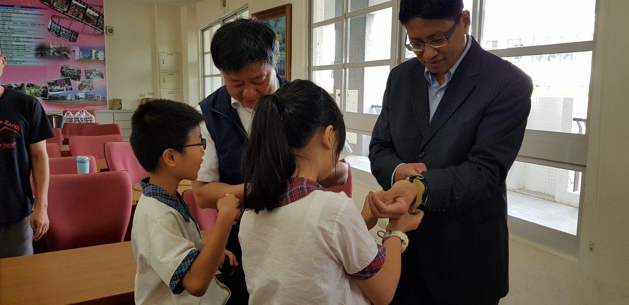 台南大光國小學生上午展示程式設計成果。記者修瑞瑩/攝影