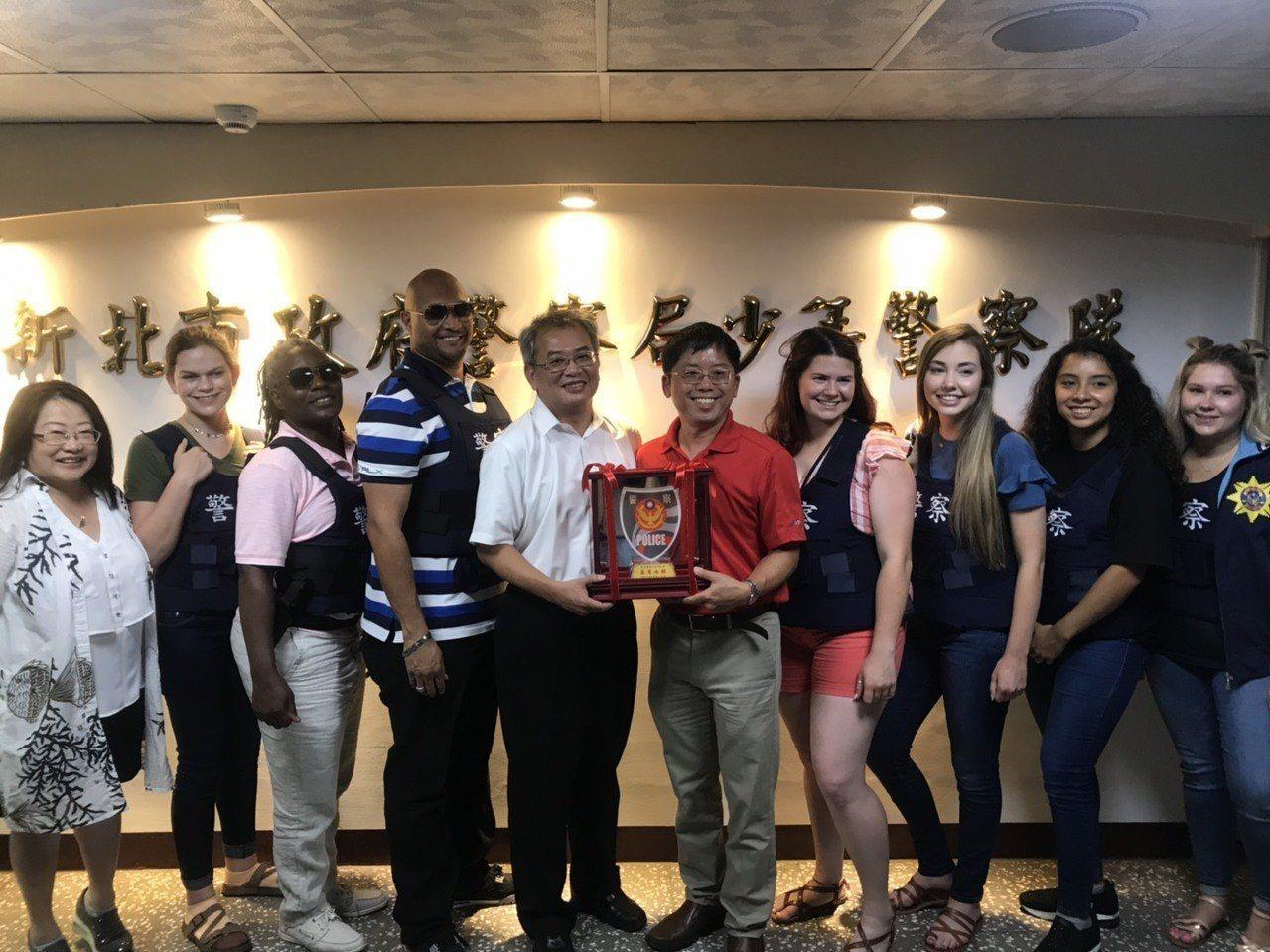新北警防制青少年毒品有成 美國拉瑪大學慕名來參訪