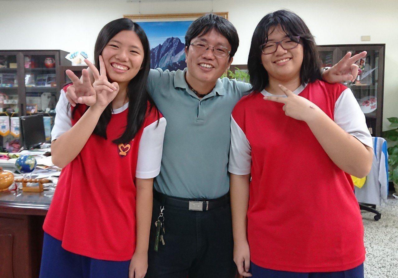 黃婷芝(左)、黃婷宣(右)是雙胞胎姊妹,外型常被說不像,也沒出現過心電感應,但會...