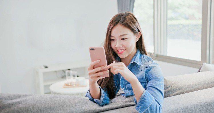 台灣之星結盟Yahoo奇摩推出進化版購物金資費,申辦最高送17,000超贈點,平...