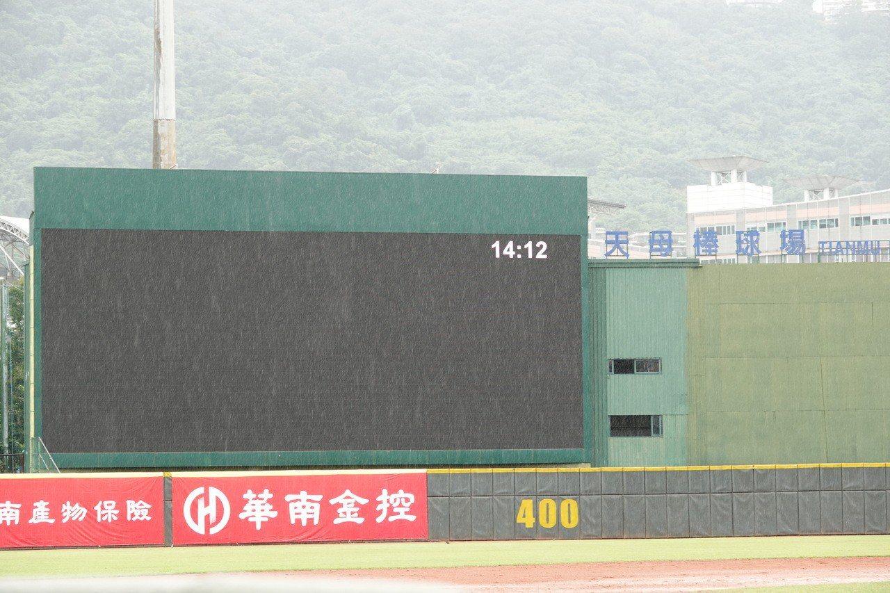 華南金控盃青少棒錦標賽因大雨全數順延一天。 聯合報系資料照