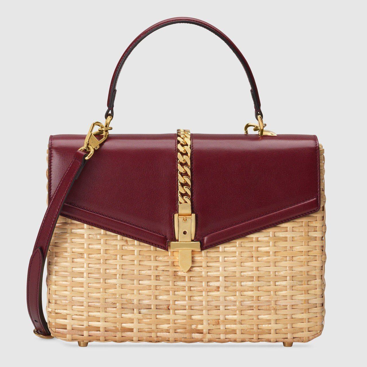 Gucci Sylvie柳條編織酒紅色提包,12萬6,400元。圖/Gucci提...