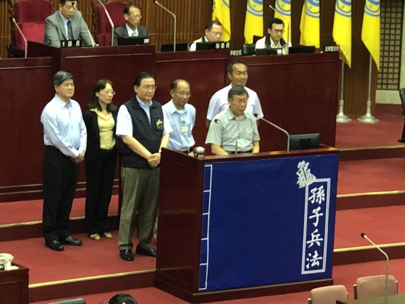 台北市長柯文哲今再度嗆王世堅「我沒有去汽車旅館」。記者邱瓊玉/攝影