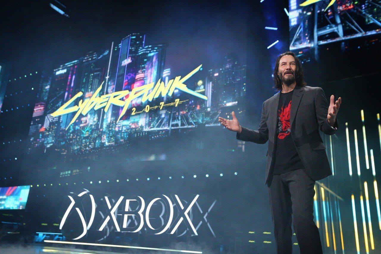 好萊塢巨星基努李維現身Xbox E3發表會,為《電馭叛客2077》站台分享。圖/...