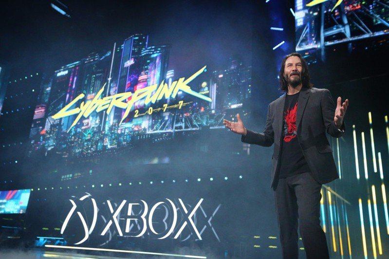 好萊塢巨星基努李維現身Xbox E3發表會,為《電馭叛客2077》站台分享。圖/台灣微軟提供