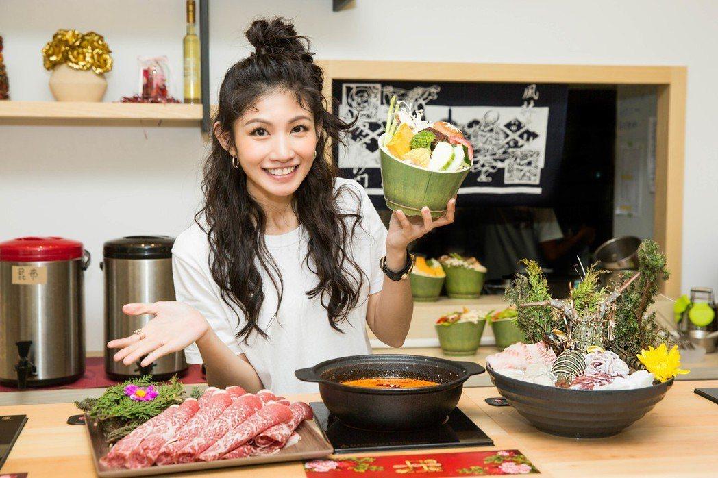 李千那與家人合開火鍋店「丹閎鍋」。圖/樂是達娛樂提供