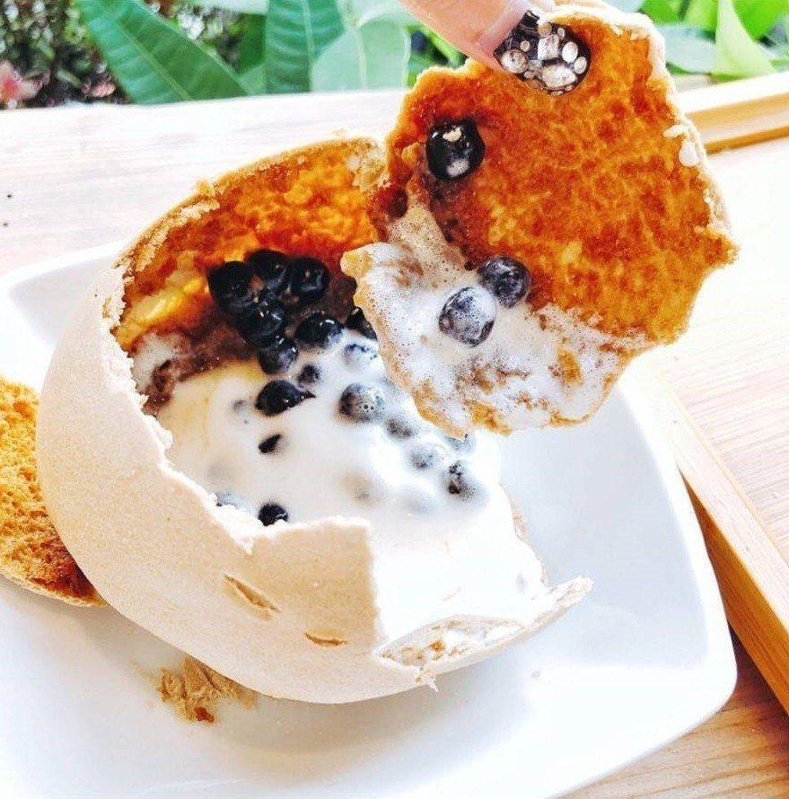 「小庭找茶」凸餅冰淇淋薄脆香甜。圖/IG @cj.foodie提供