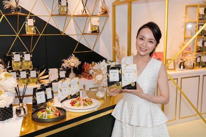 Farcent香水與法國藍帶美女主廚Joanna劉韋彤,聯名推出「名媛時尚香氛下午茶」,讓香水也能入甜點。圖/花仙子提供