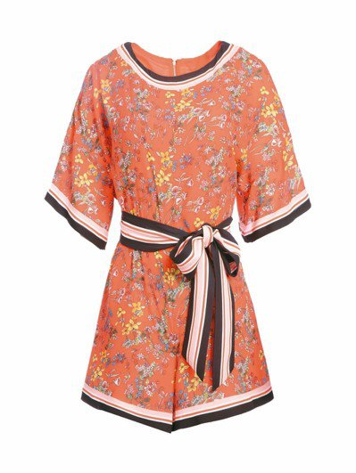 橘色印花洋裝,13,900元。 圖/Alice+Olivia提供