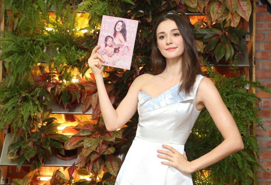 瑞莎出新書《東西邂逅萌寶貝 瑞莎╳Nika的幸福零負評教養日記》,分享從懷孕到養...