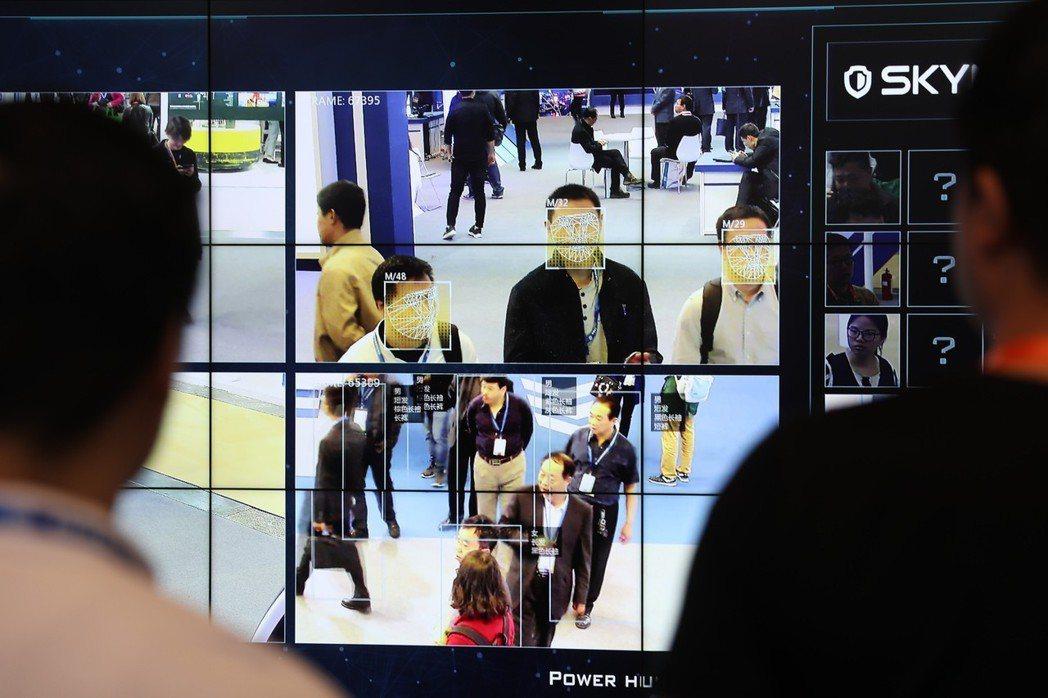 中國大陸近年透過科技提升和大數據應用,加強社會監管和控制,一旦個資被當局納入資料...