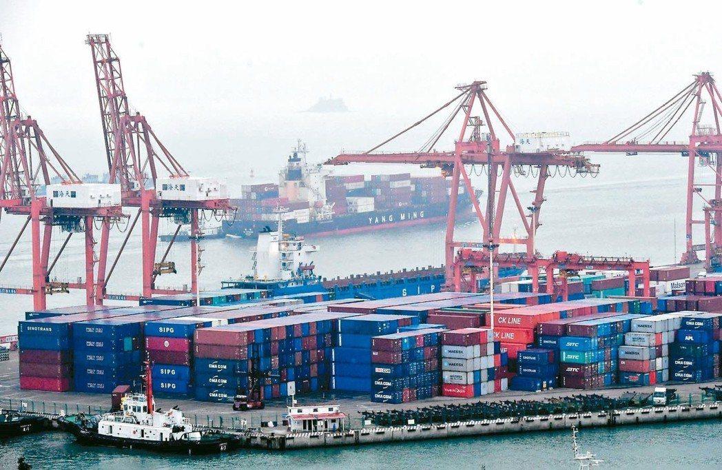 中美貿易摩擦升級的擾動下,因「搶出口」超預期增長,大陸5月出口意外年增1.1%。...