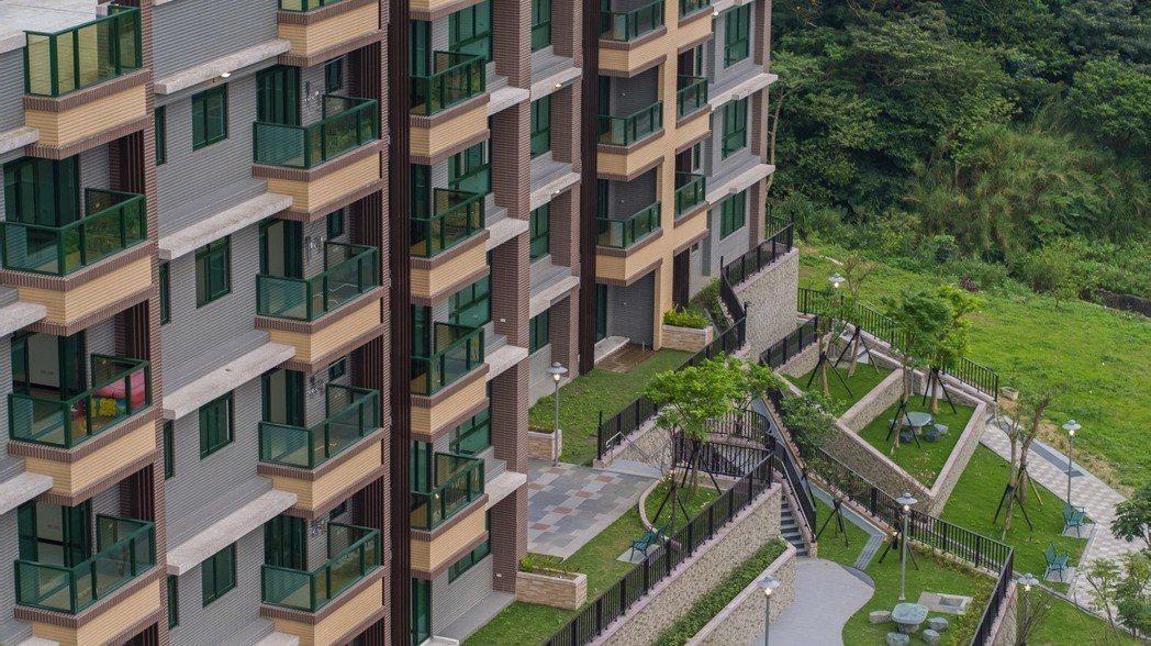 「新店富寓」打造新店優質景觀宅,圖為外觀空拍圖。新店富寓/提供