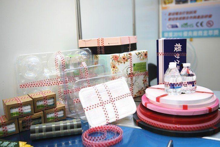 彩藝安全束帶可客製化打印所需資訊,每單條可承受重量15公斤,可廣泛使用於禮盒捆包...