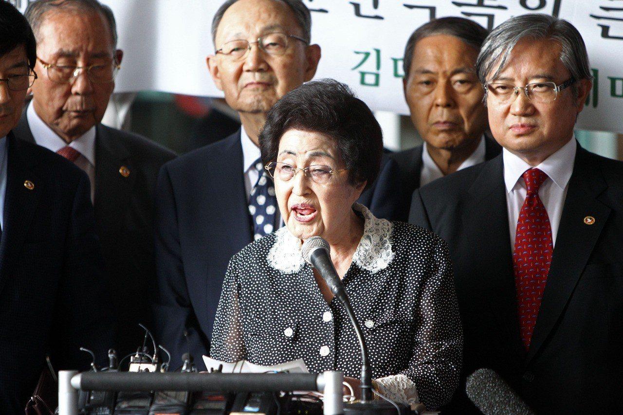 南韓聯合新聞通訊社報導,李姬鎬10日晚間逝世,北韓是否派團赴南韓弔唁引人關注。圖...