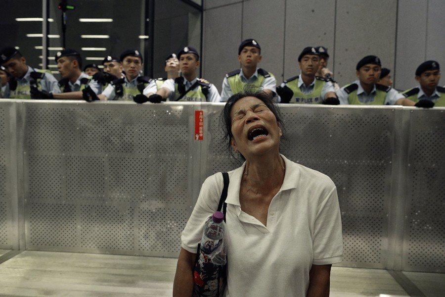 香港社會需要一套運動方法,在策略上能號召最多民眾參與,同時在效果上又足以傷害中國政府利益。圖為609反送中現場。 圖/美聯社