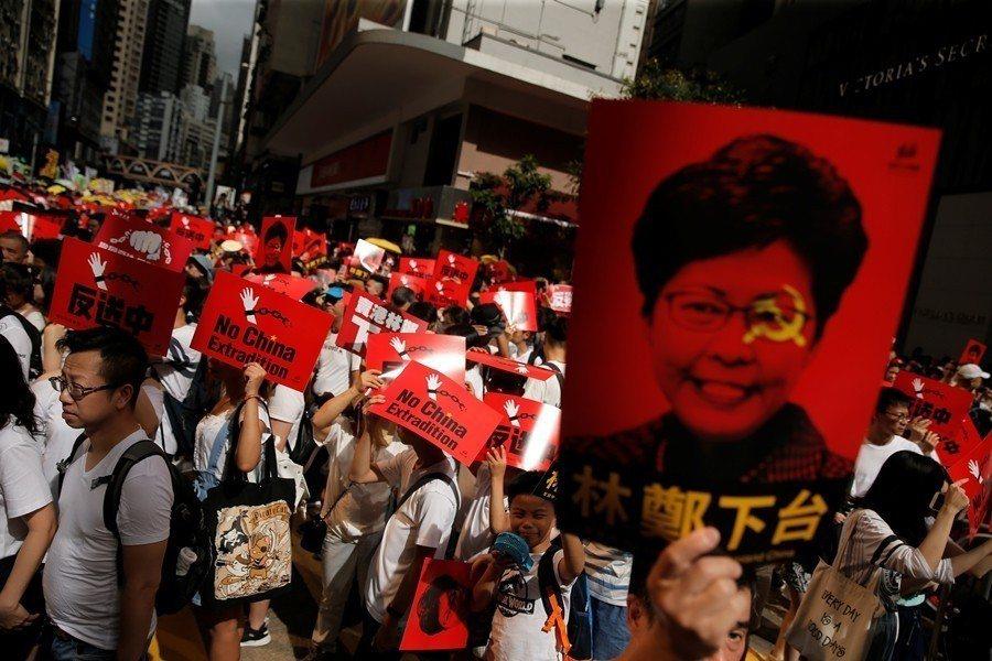 觸發香港人反對政府的環境因素,不一定能在中國社會掀起風波。圖為609反送中現場。 圖/路透社