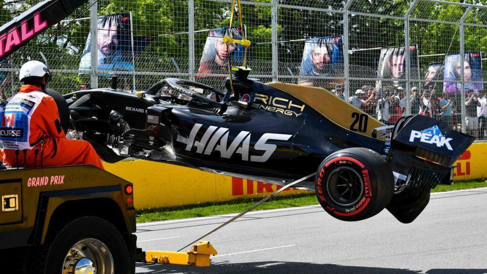 Kevin Magnussen排位賽Q2時的意外導致他必須得從維修區起跑。 摘自...