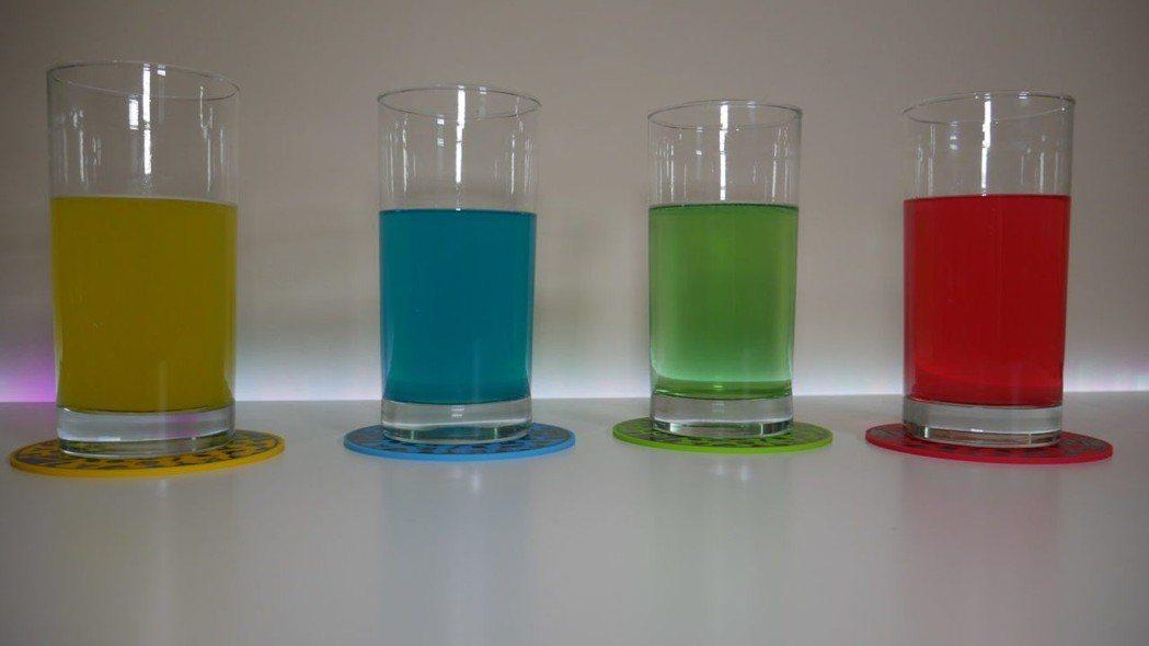 外媒WCCFTECH開箱RESPAWN,四種口味的飲料顏色很...鮮豔啊?!/圖...