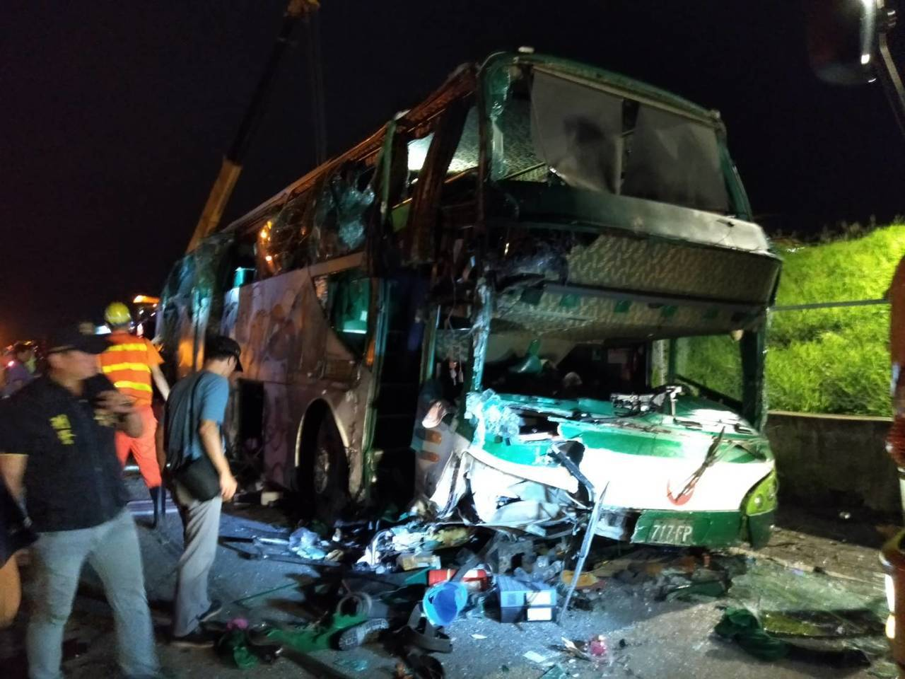 昨天深夜發生的阿羅哈遊覽車在中山高南下206公里彰化戰備道車禍事故,到今天清晨累...