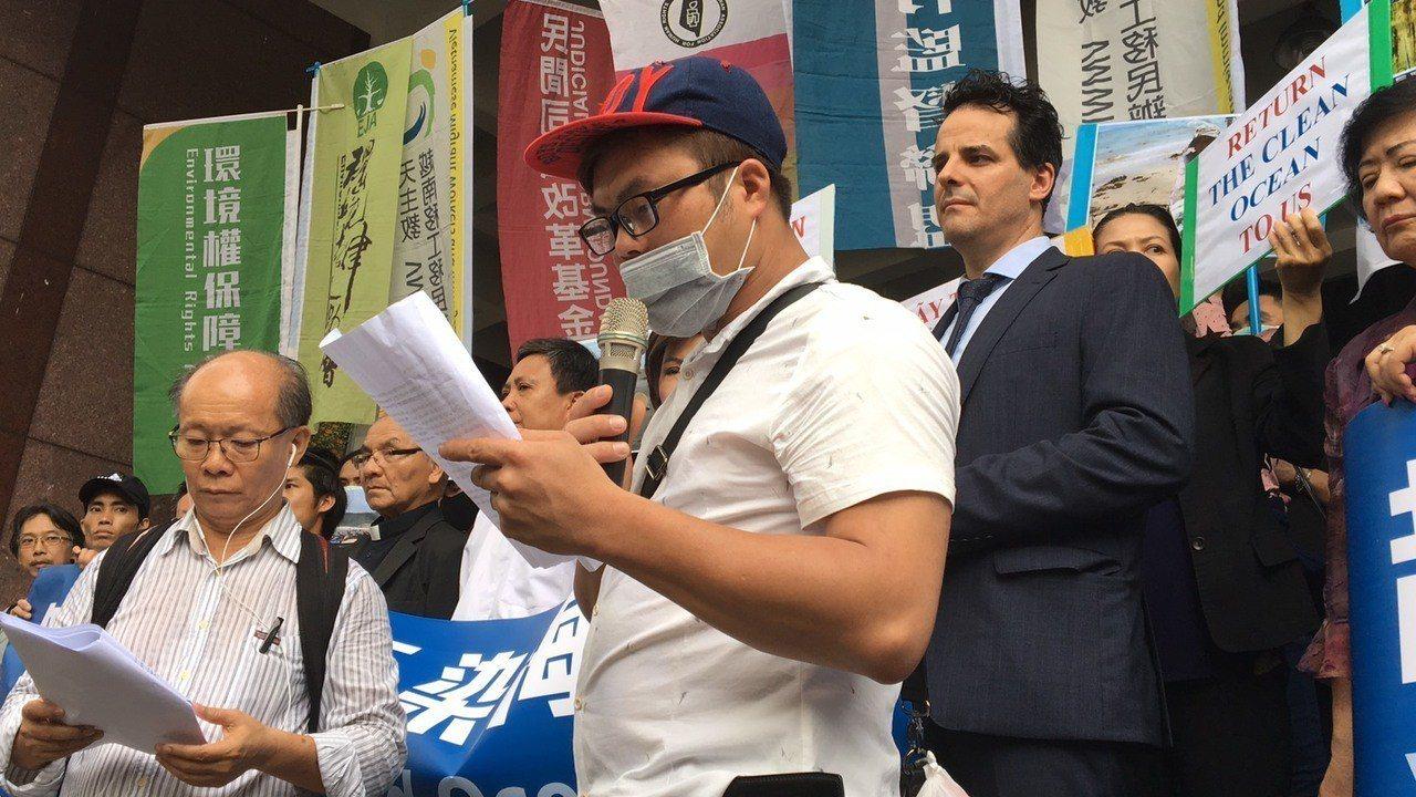 阮姓受害者出面控訴台塑汙染嚴重影響生計。記者林孟潔/攝影
