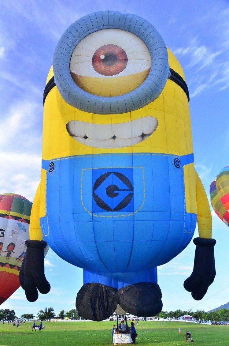 桃園石門水庫6月中舉辦熱氣球嘉年華,今年小小兵熱氣球最為吸睛。圖/福容飯店提供