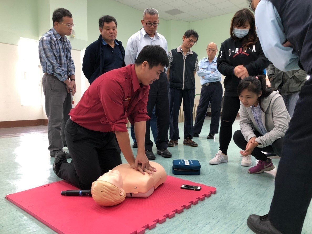 梁員對民眾進行CPR宣導。圖/梁致棋提供