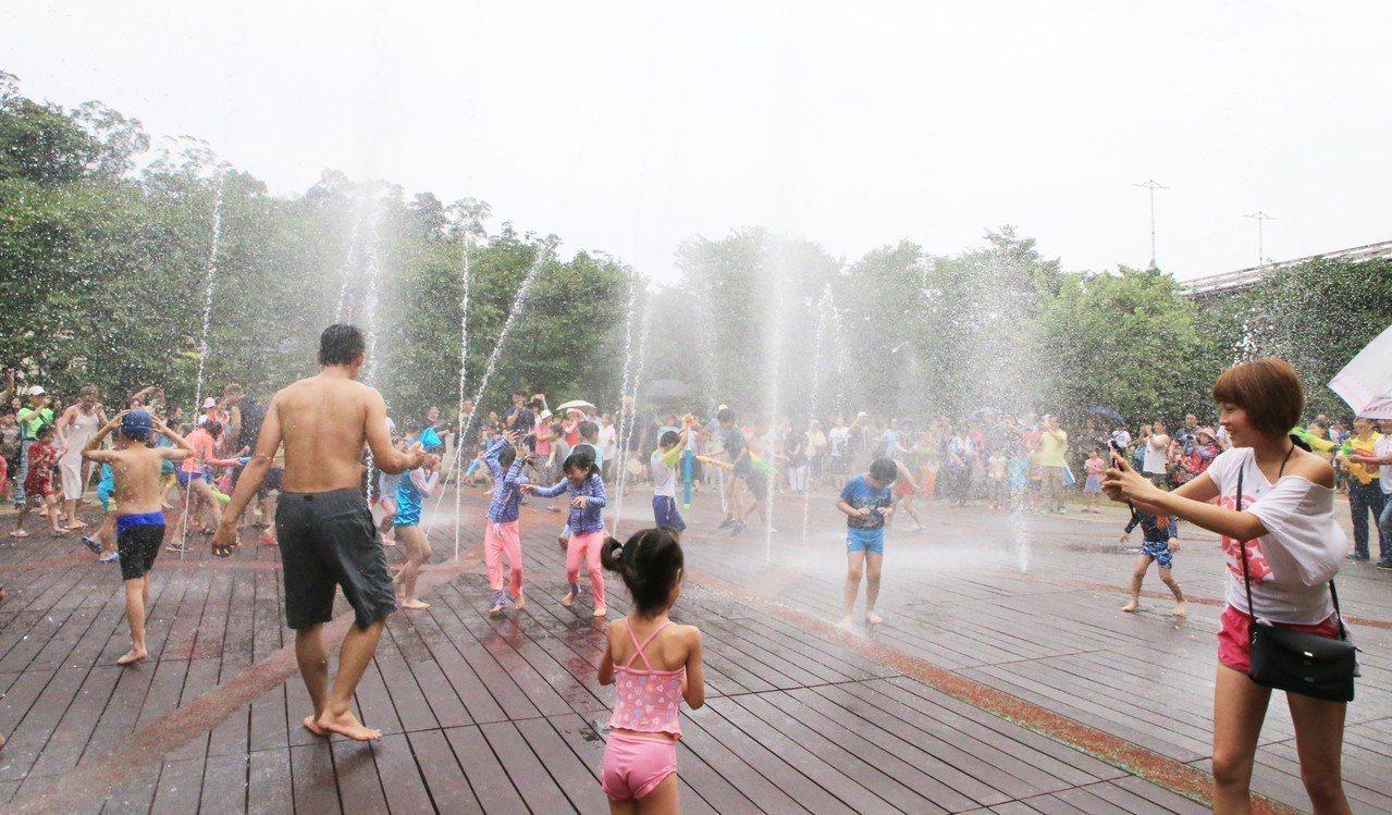 基隆親水季29日起為期2個月 來暖暖打水仗、噴水泉