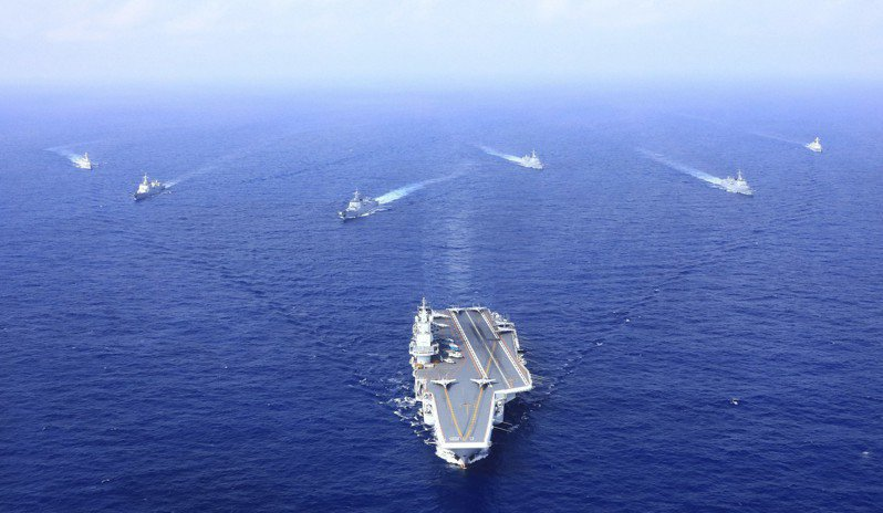中共遼寧艦2012年開始服役,是大陸第一艘航空母艦。未來經宮古海峽、巴士海峽,到南海將常態化。(中新社資料照片)