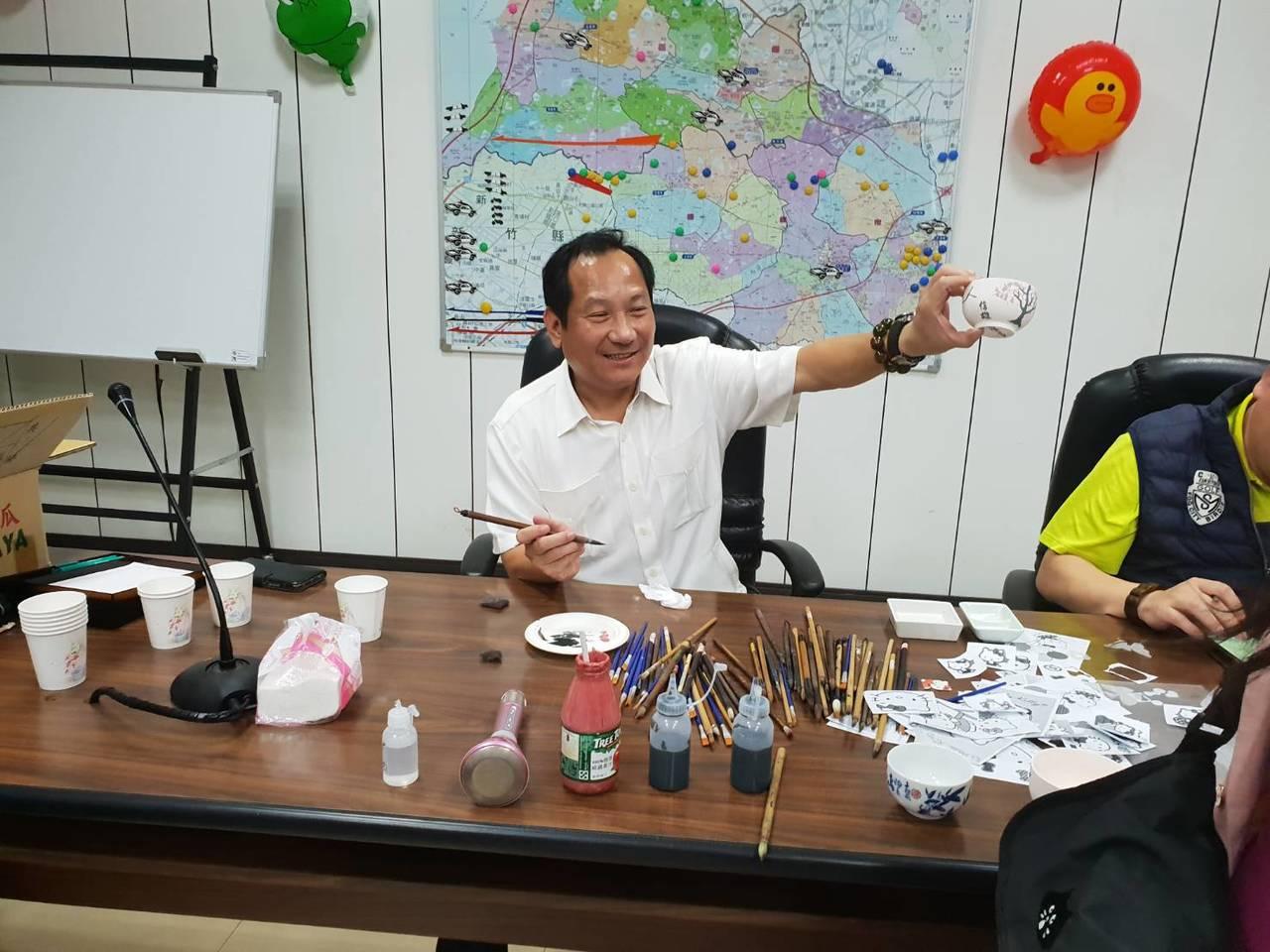 楊梅警分局長林信雄為鼓舞同仁士氣及提倡正當的休閒活動,今年特別以熱鬧的遊戲競賽方...