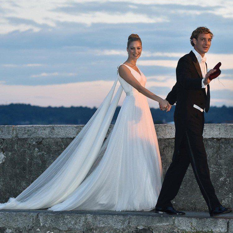摩納哥王子妃Beatrice Borromeo選穿Armani白紗出嫁。圖/摘自...