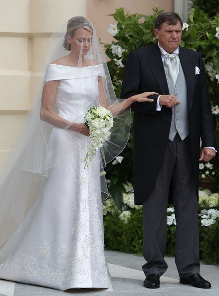 摩納哥王妃莎琳維特斯托克選穿Armani白紗出嫁。圖/摘自Zimbio
