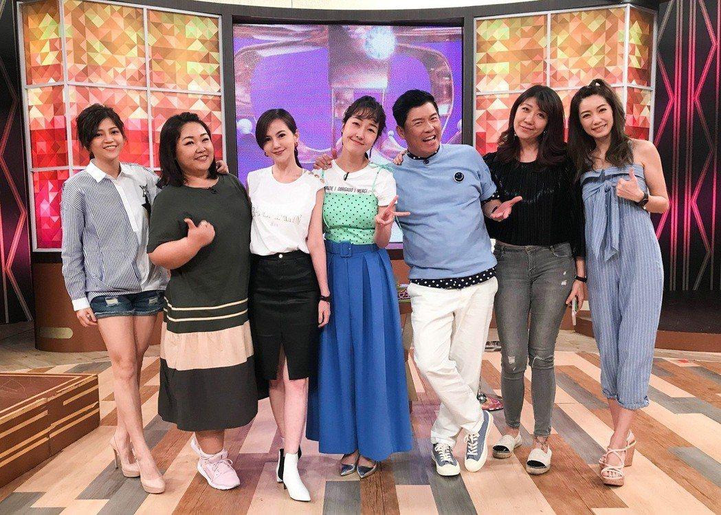 簡沛恩(左三)日前上衛視「一袋女王」分享職場甘苦談