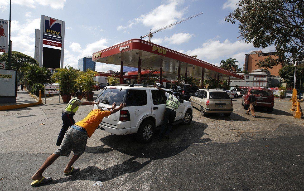 產油國委內瑞拉今年6月鬧油荒。 美聯社