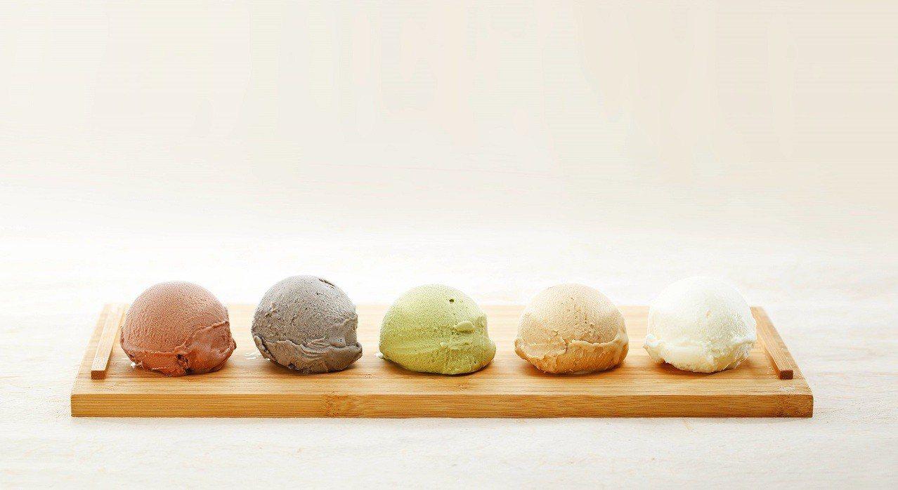 「松盈傳奇」冰淇淋走古早味路線。圖/松盈傳奇提供