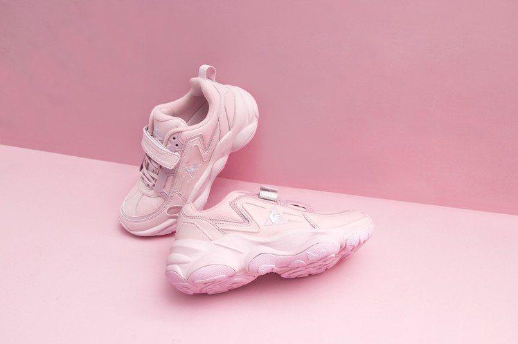 Le coq sportif Sport Monaco粉色鞋款,3,290元。圖...