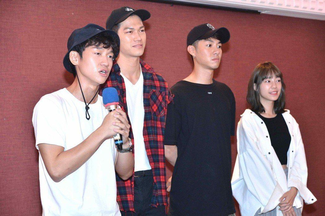 簡劭峰(左起)、莊迦漢、陳信維、陳天仁感性分享殺青心得。圖/八大提供