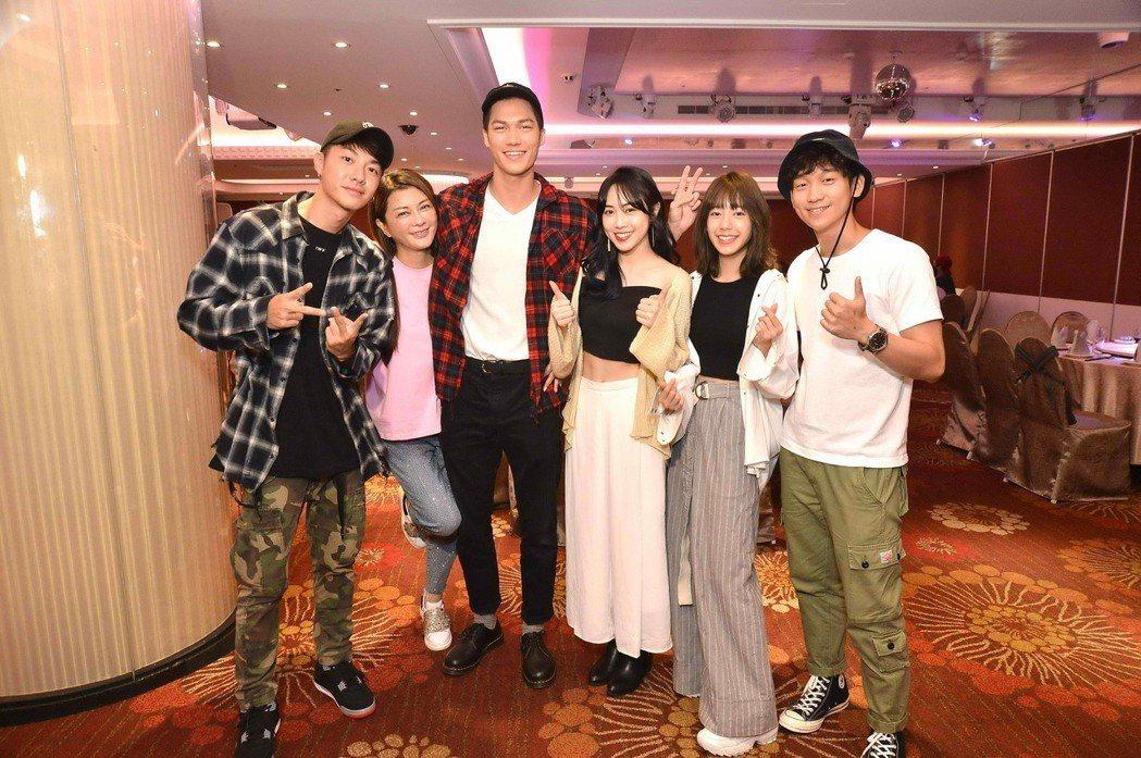 陳信維(左起)、葛蕾、莊迦漢、林靖軒、陳天仁、簡劭峰出席「90後的我們」殺青宴。...