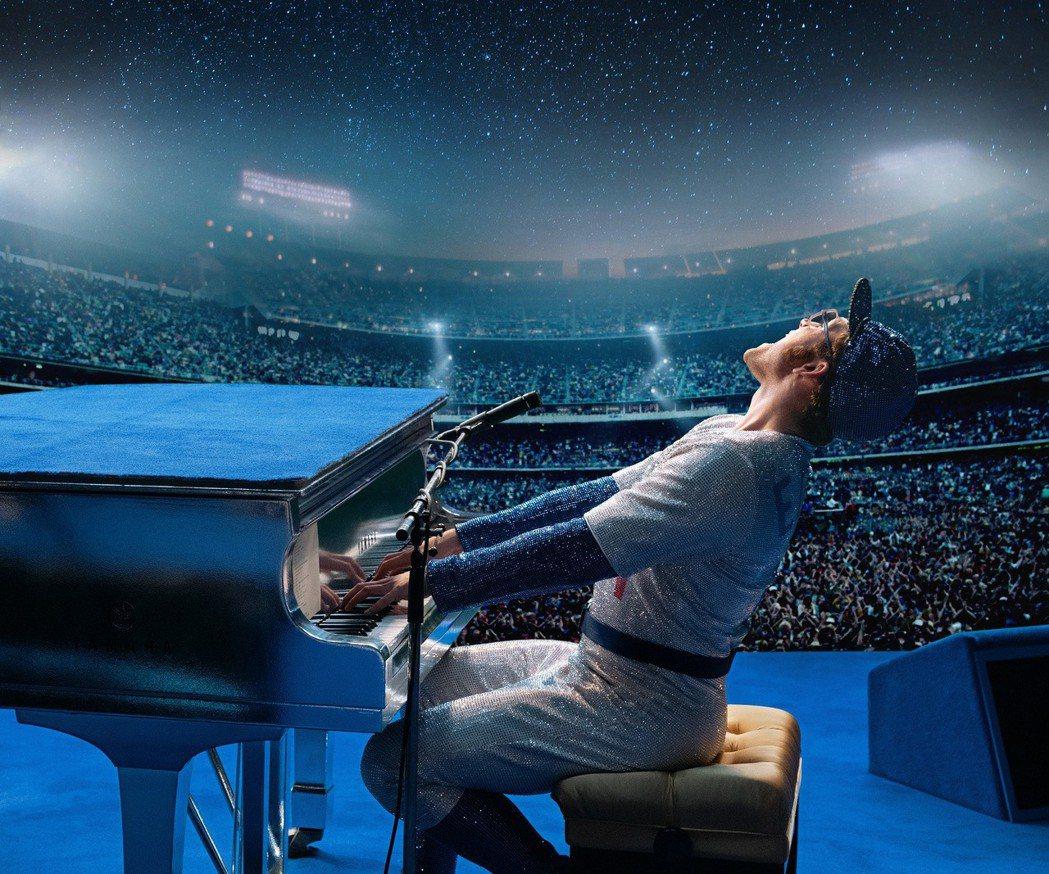 泰隆艾格頓在電影「火箭人」飾演艾爾頓強。圖/UIP提供