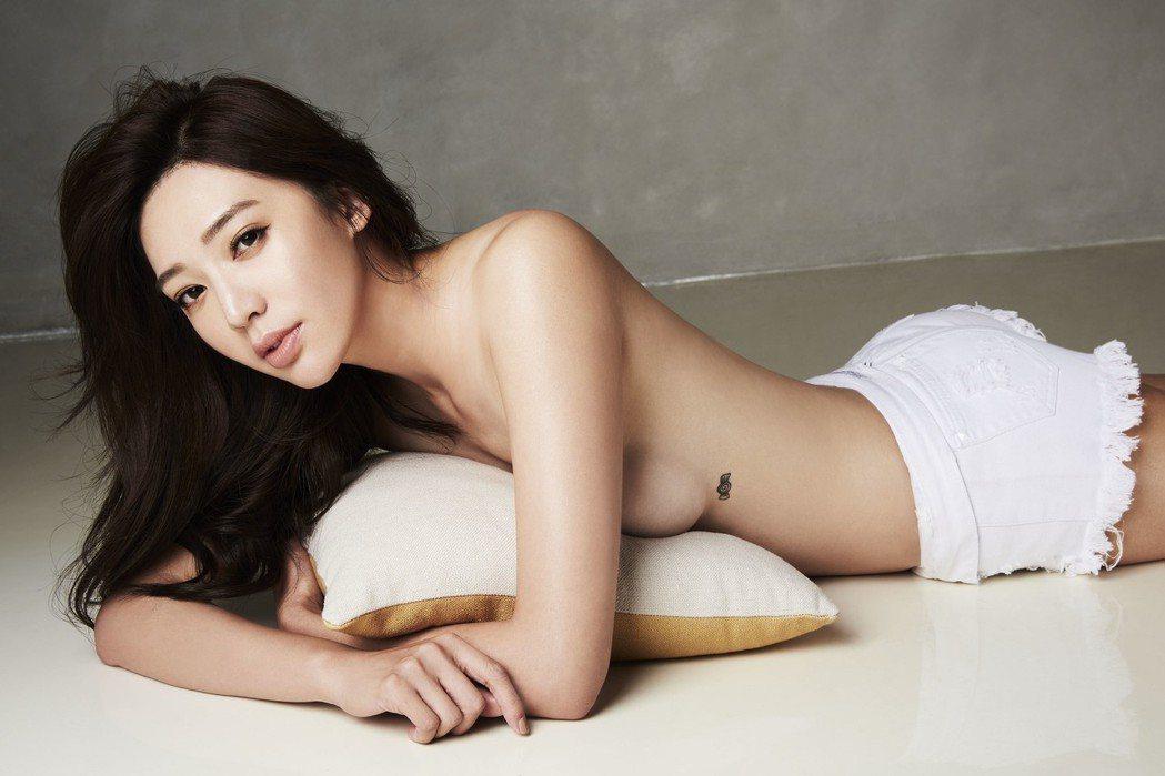 王心恬展露好身材。圖/FHM男人幫國際中文版提供