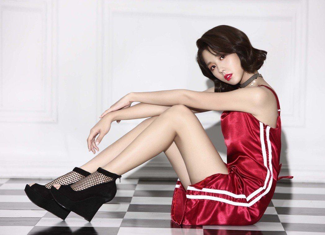 邵雨薇曾為「FHM男人幫國際中文版」拍攝封面。圖/FHM男人幫國際中文版提供