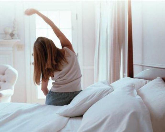 研究顯示,減少高油高鹽高糖食物的攝取,有助睡眠。路透
