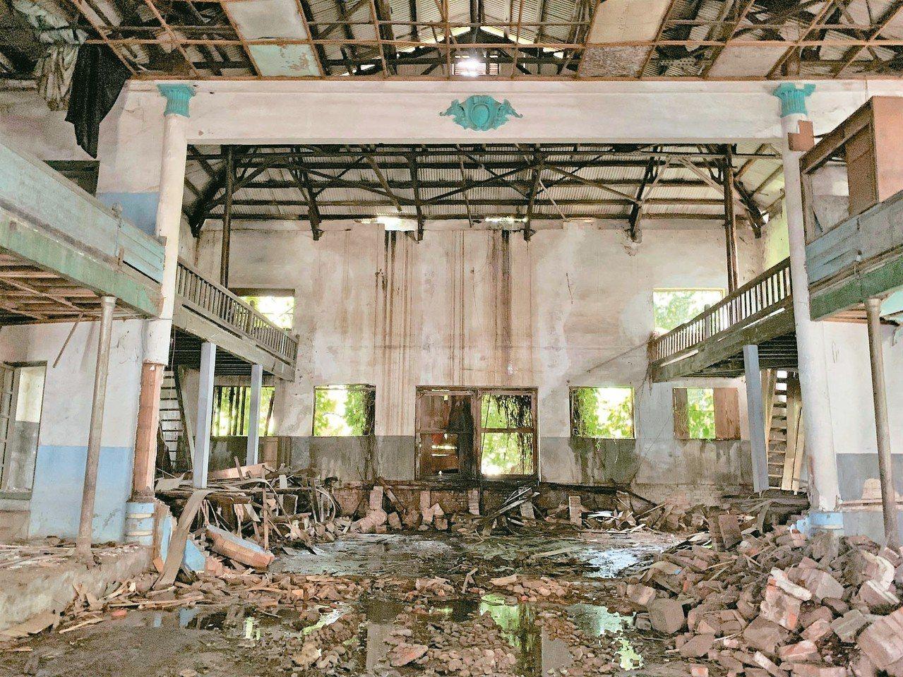 台南麻豆電姬戲院曾因侯孝賢拍短片而聲名大噪,如今一樓舞台已被拆除。 記者吳淑玲/...